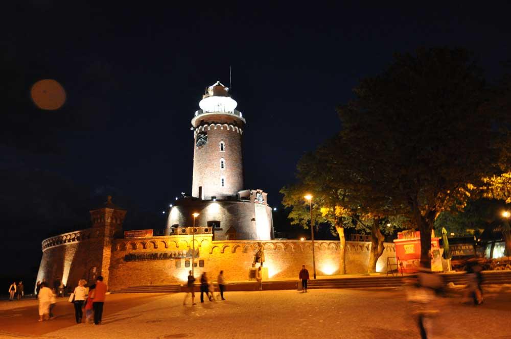 Kolberger Leuchtturm bei Nacht