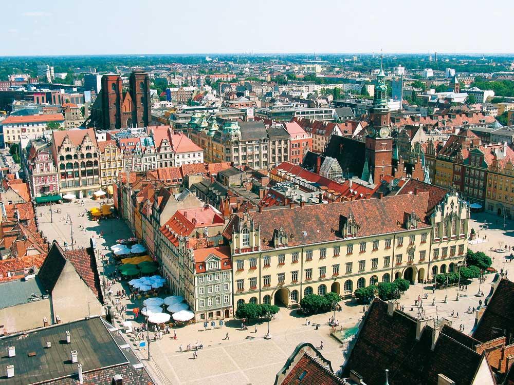 Wrocław (Breslau), Ostseite des Rathauses mit astronomischer Uhr. Copyright : Polnisches Fremdenverkehrsamt