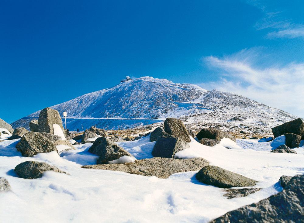 Gipfel der Schneekoppe bei Karpacz (Krummhübel). Foto: Polnisches Fremdenverkehrsamt