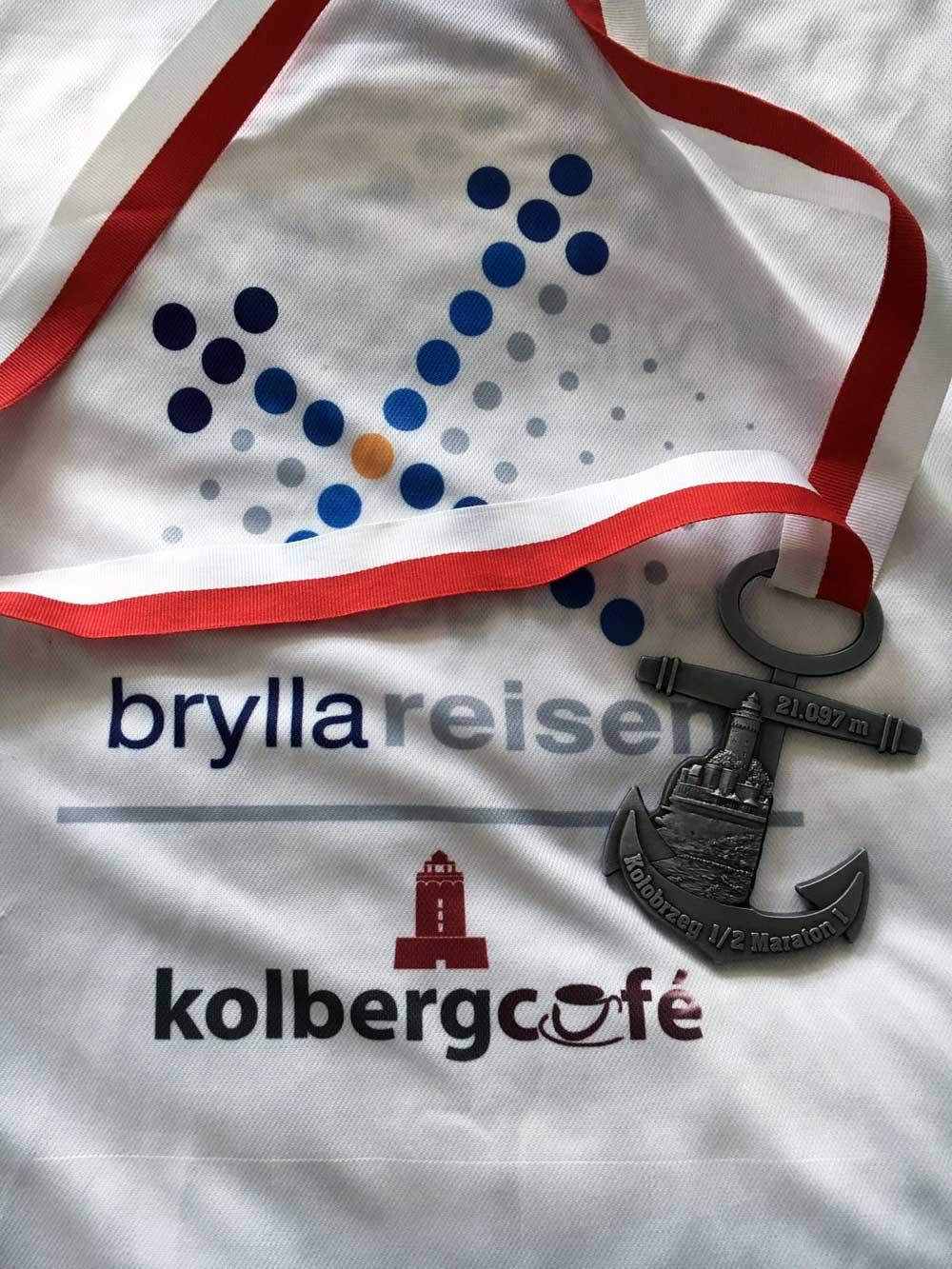T-Shirt der Teilnehmer beim Kolberg-Marathon mit Medaille