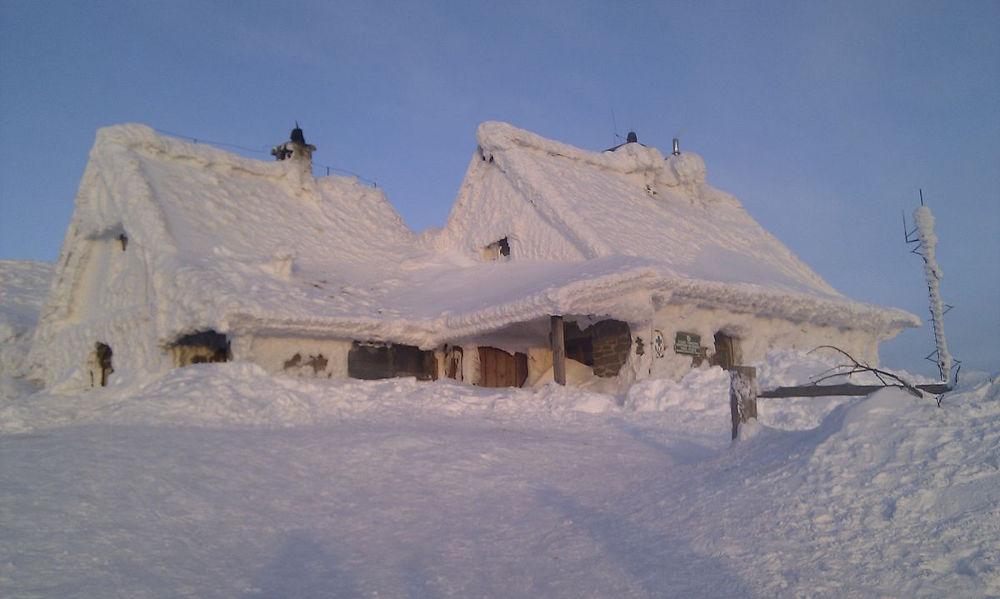 Hütte im Schnee im Bieszczady-Gebirge (© Grzegorz.pietrzak321)