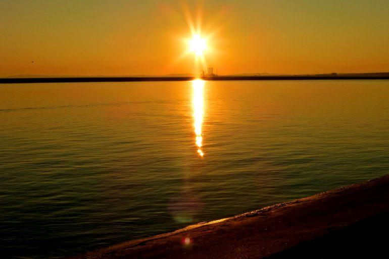 Zu sehen ist ein Sonnenuntergang über der Ostsee bei Swinemünde, Bild: Mietek Ł