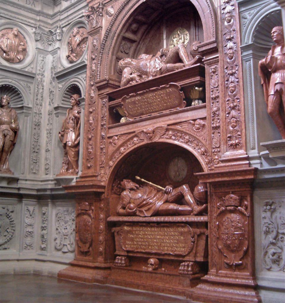 Zu sehen ist das Sigismund Grabmal in Krakau, Bild: Poznaniak