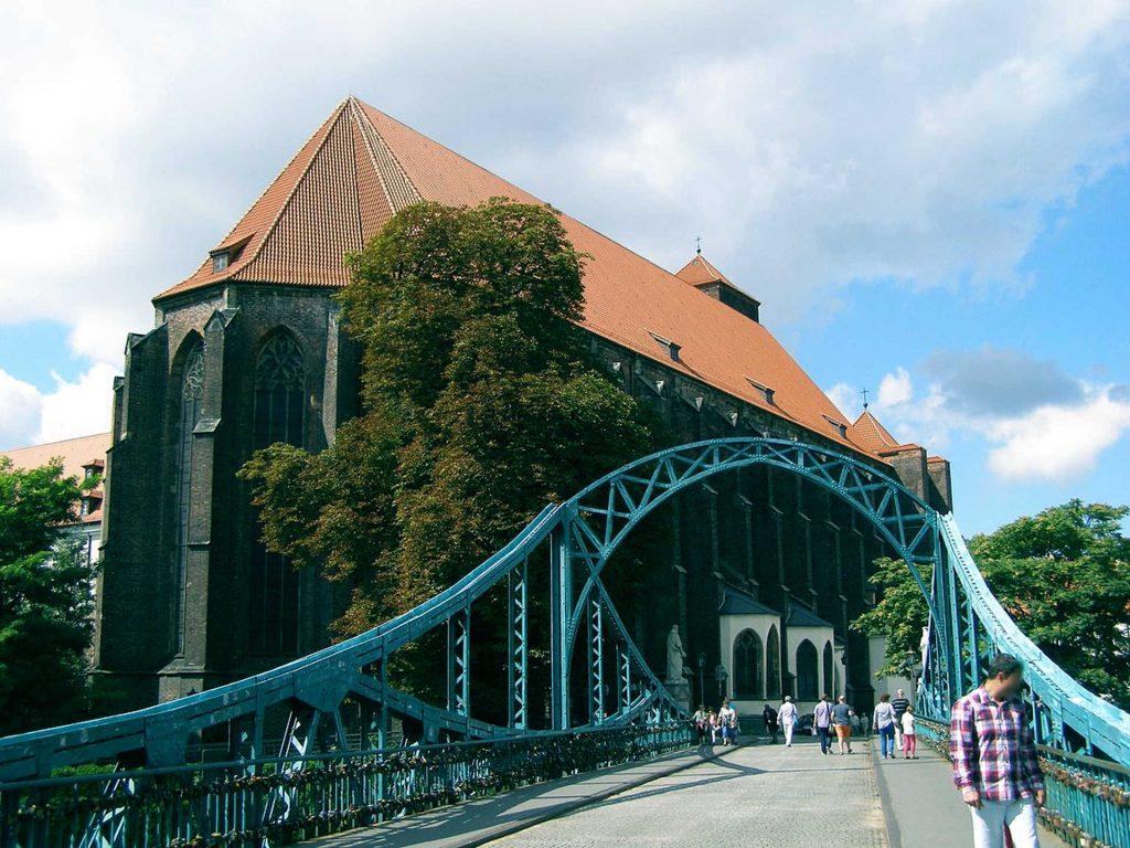 Zu sehen sind die Tumski Brücke und St. Maria auf dem Sande in Breslau, Bild: Andrzej Otrębski