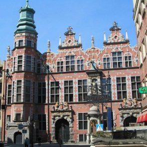 Zu sehen ist das Große Zeughaus in Danzig, Bild: User Benhamburg at wikivoyage shared