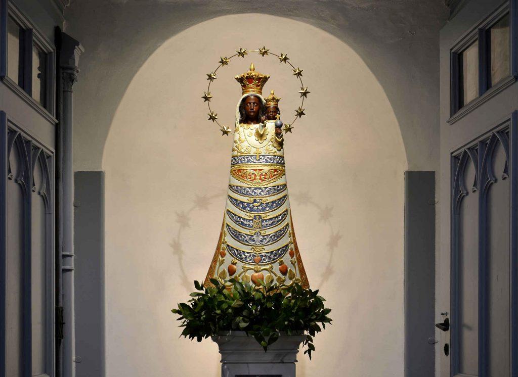 Zu sehen ist die Schwarze Madonna in der Elisabethkirche in Breslau, Bild: Pudelek (Marcin Szala)
