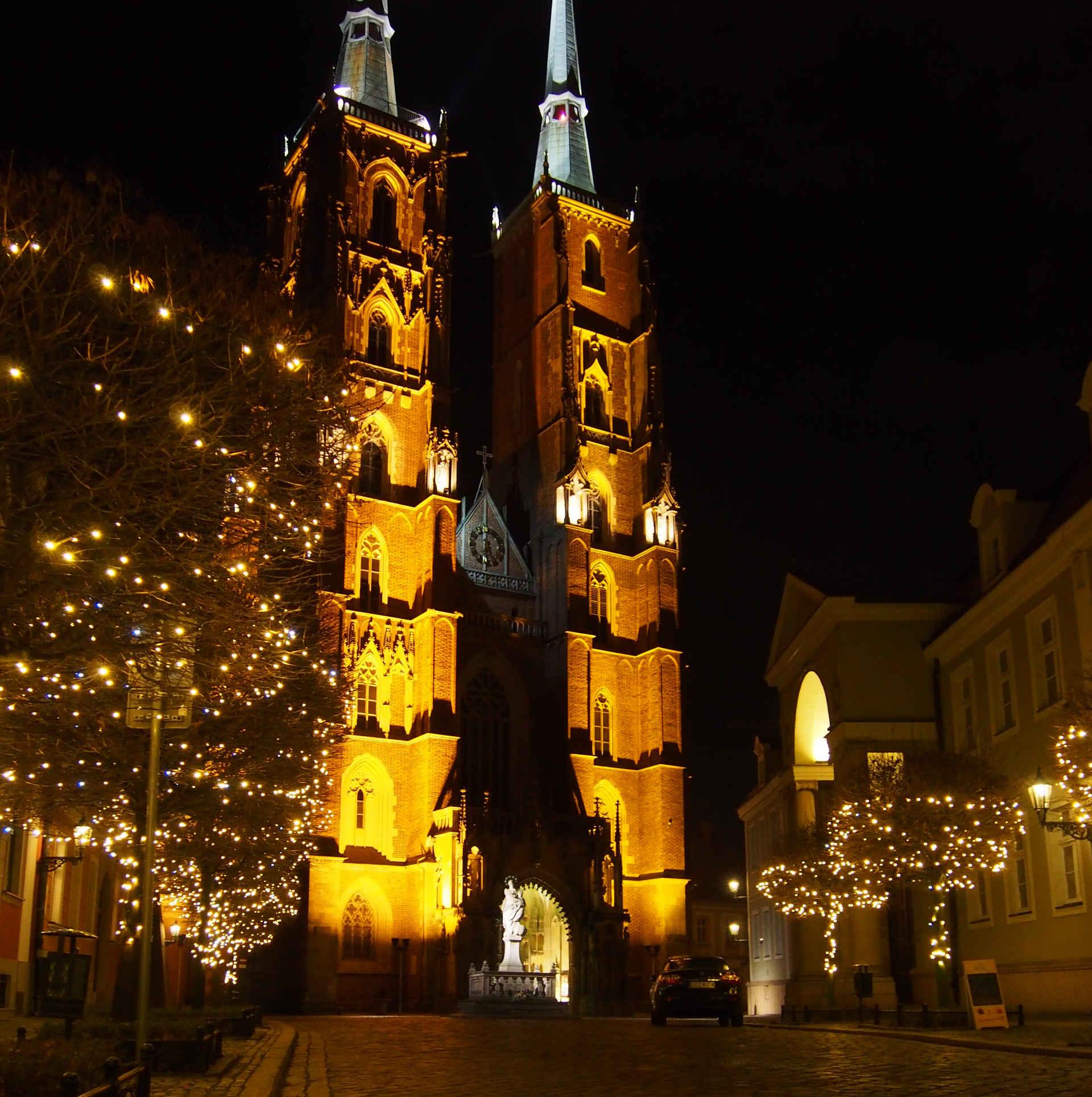 Zu sehen ist der Breslauer Dom bei Nacht, Bild: Erdmann