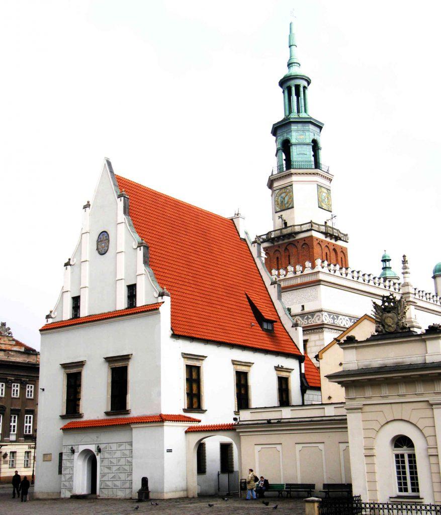 Zu sehen ist ein Gebäude am alten Marktplatz in Posen, Bild: Kwolana