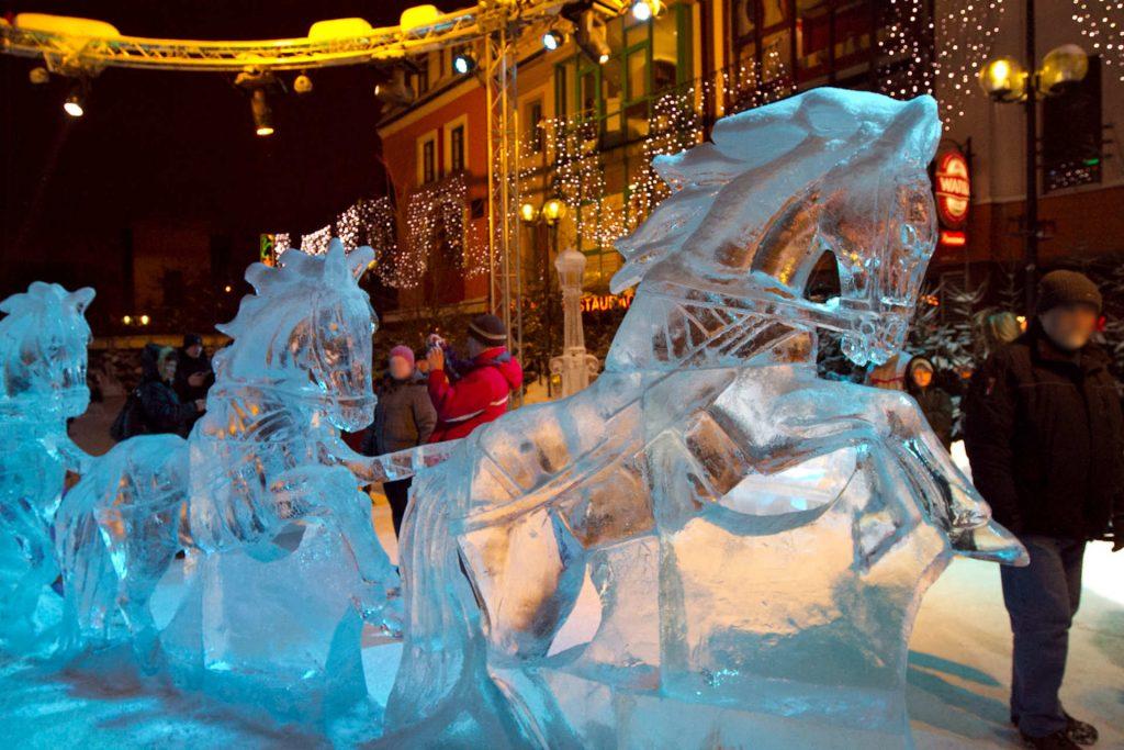 Zu sehen ist der weihnachtliche Fischmarkt in Allenstein, Bild: Mazaki