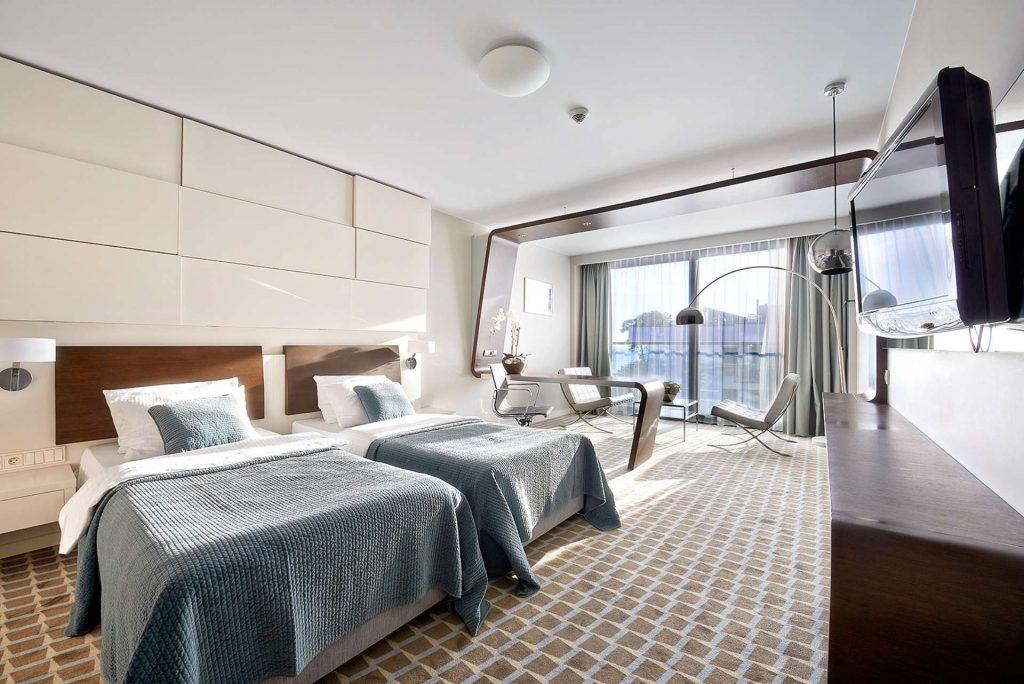Zu sehen ist ein Hotelzimmer des Hotel Marine in Kolberg, Bild: Hotel Marine
