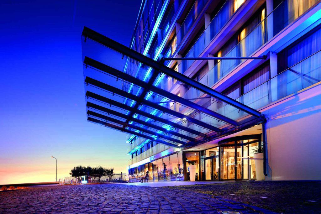 Zu sehen ist die Außenansicht des Hotel Marine in Kolberg, Bild: Hotel Marine