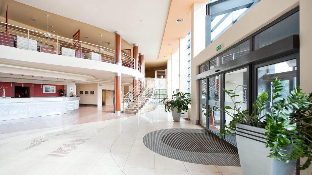 Zu sehen ist die Lobby des Hotel Ikar Plaza in Kolberg, Bild: Hotel Ikar Plaza