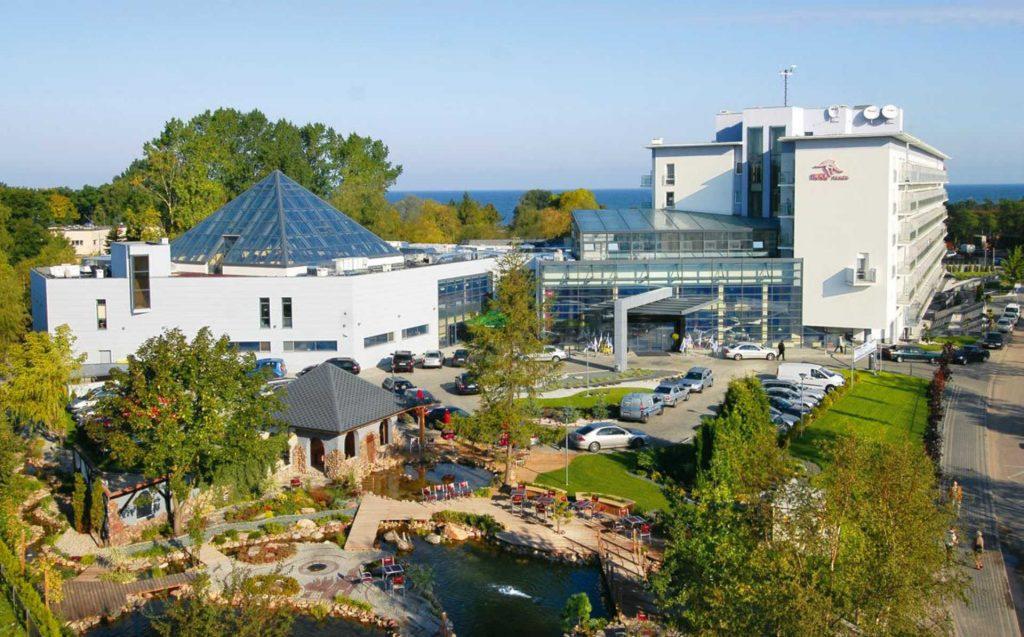 Zu sehen ist die Außenansicht des Hotel Ikar Plaza in Kolberg, Bild: Hotel Ikar Plaza