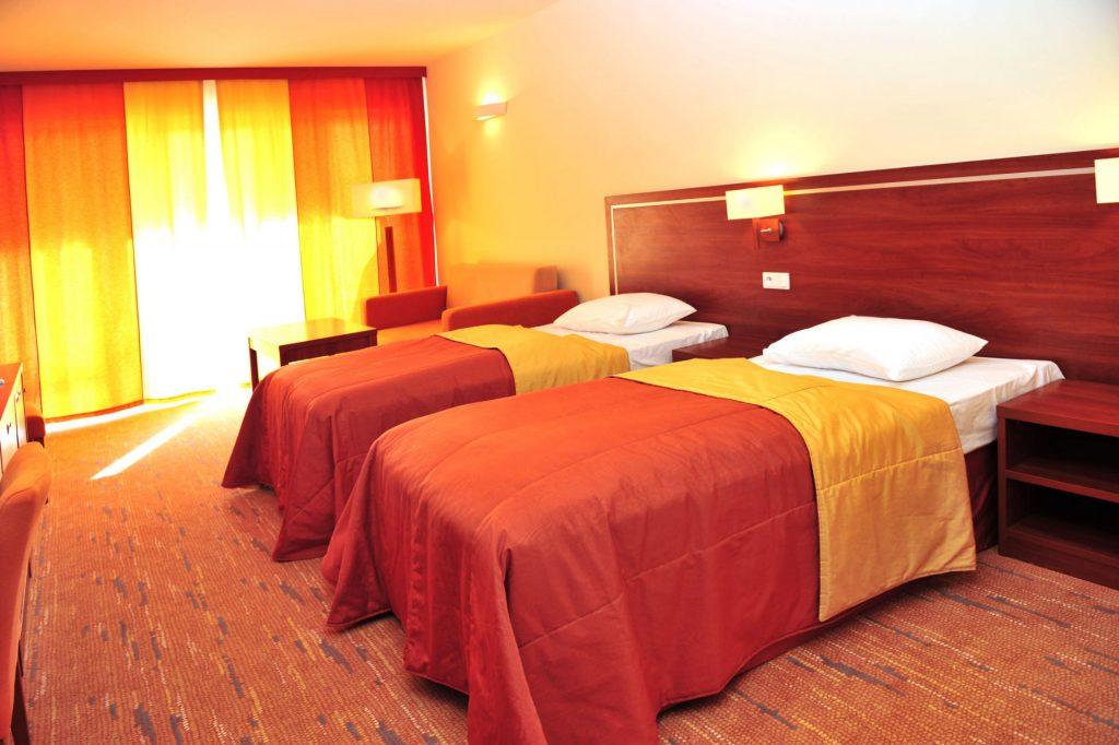Zu sehen ist ein Hotelzimmer im Hotel Ikar Plaza in Kolberg, Bild: Hotel Ikar Plaza