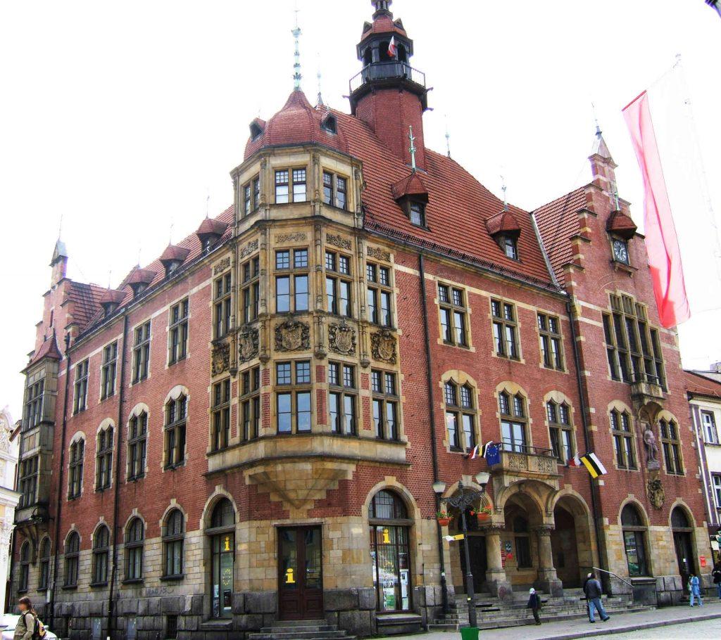 Zu sehen ist das Rathaus von Tarnowitz, Bild: PetrusSilesius