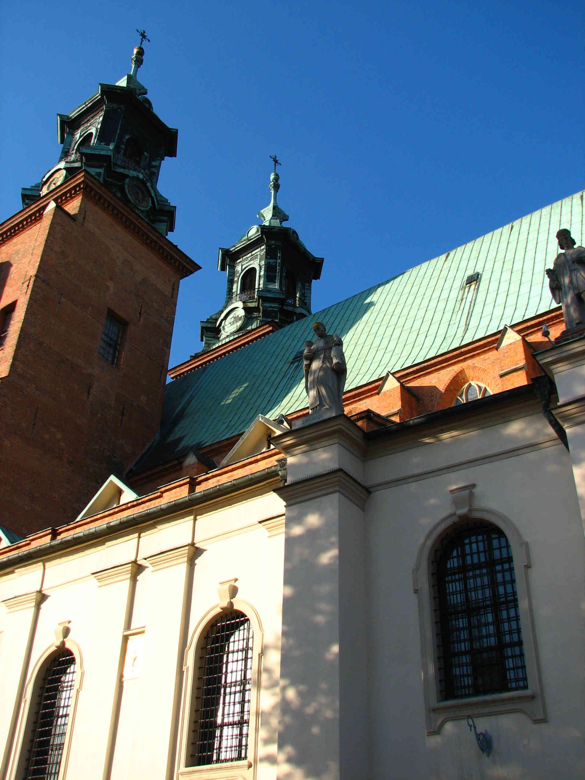 Zu sehen ist die Primas Basilika der Mariä Himmelfahrt in Gnesen, Bild: Ł