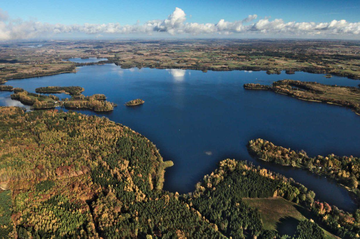 Zu sehen ist der See Dadaj bei Olsztyn; Bild: Mkulikowski