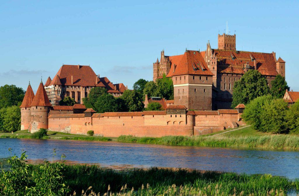 Zu sehen ist das Burgpanorama der Marienburg von der Weichsel aus, Bild: DerHexer derivate work Carschten