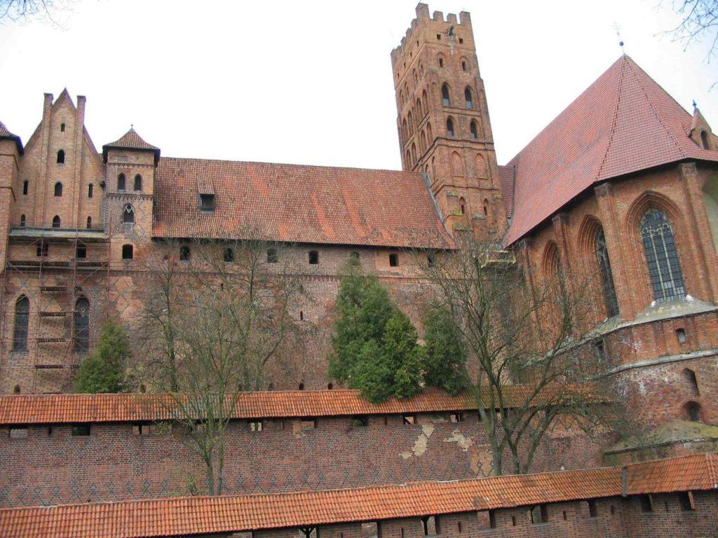 Zu sehen ist ein Detail der Marienburg, Bild: User Benhamburg at wikivoyage shared