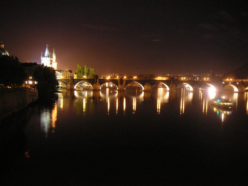 Zu sehen ist die Karlsbrücke in Prag, Bild: Paranoid