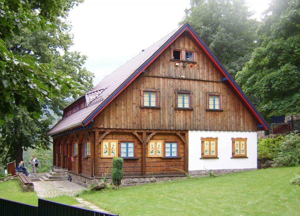 Zu sehen ist das Sport und Tourismusmuseum in Krummhübel, Bild: Cruizer