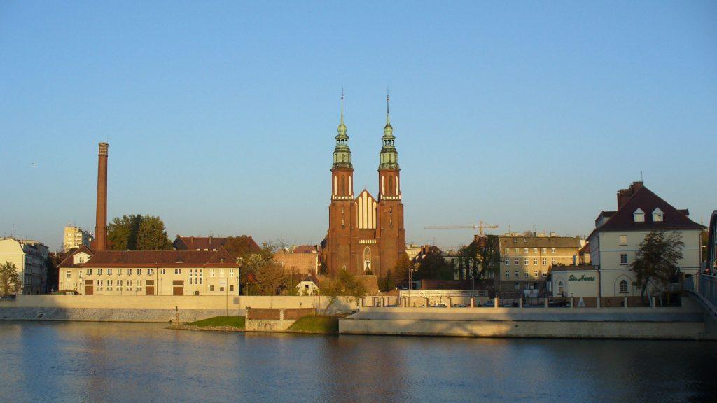 Zu sehen ist eine Stadtansicht von Oppeln mit Oder, Bild Pudelek