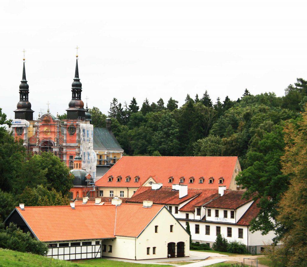 Zu sehen ist der Ort Heiligelinde mit Kirche, Bild: Schorle