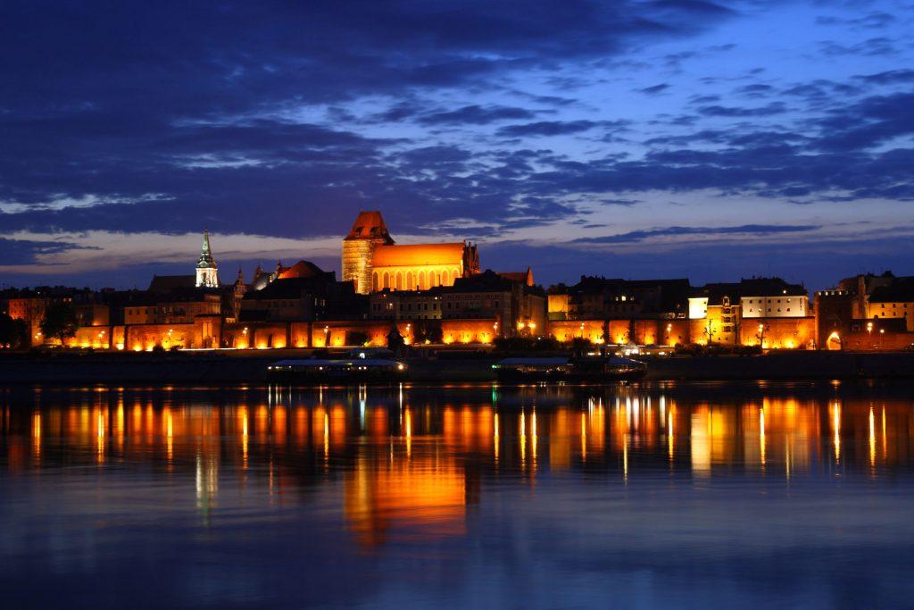 Zu sehen ist die Altstadt von Thorn bei Nacht, Bild: Lestat Jan Mehlich