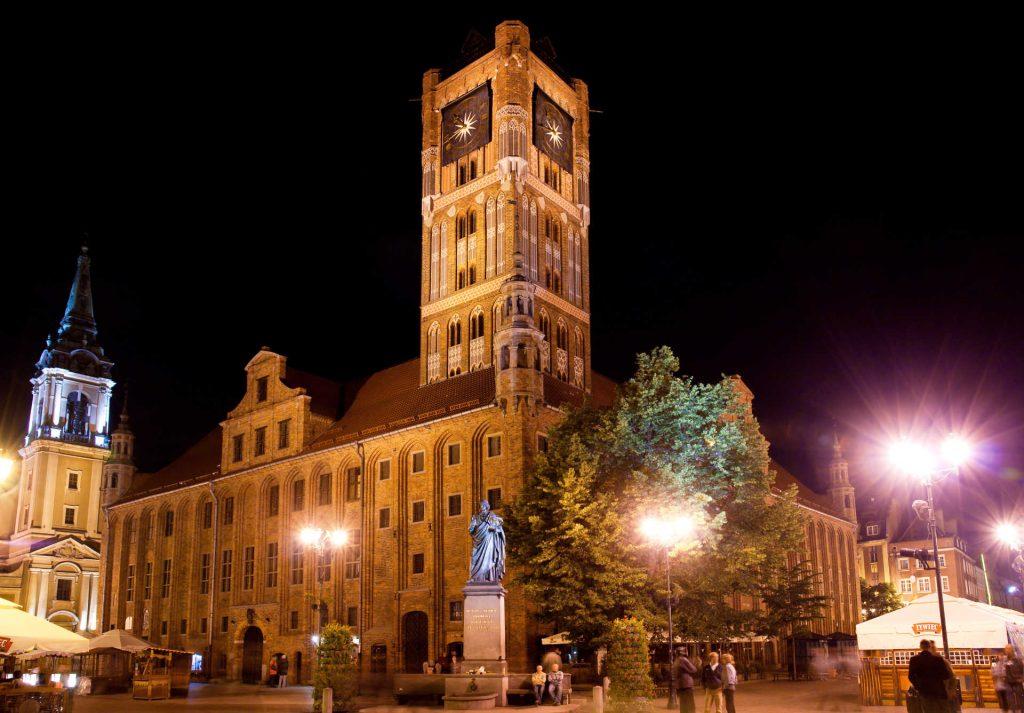 Zu sehen ist das Rathaus von Thorn bei Nacht, Bild: Lestat Jan Mehlich