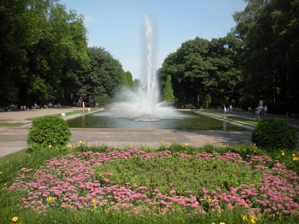 Zu sehen ist ein Park mit Springbrunnen in Bjelostock, Bild: Gumisza
