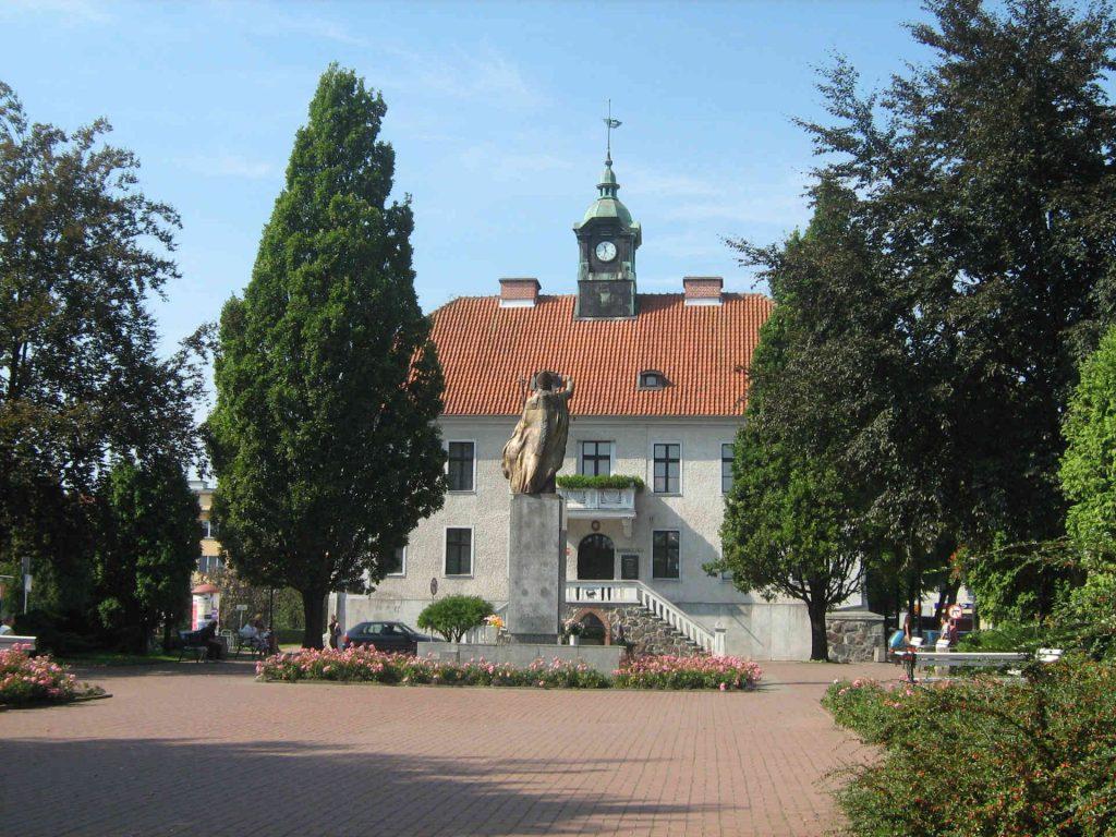 Zu sehen ist das Rathaus von Sensburg, Bild: TBS