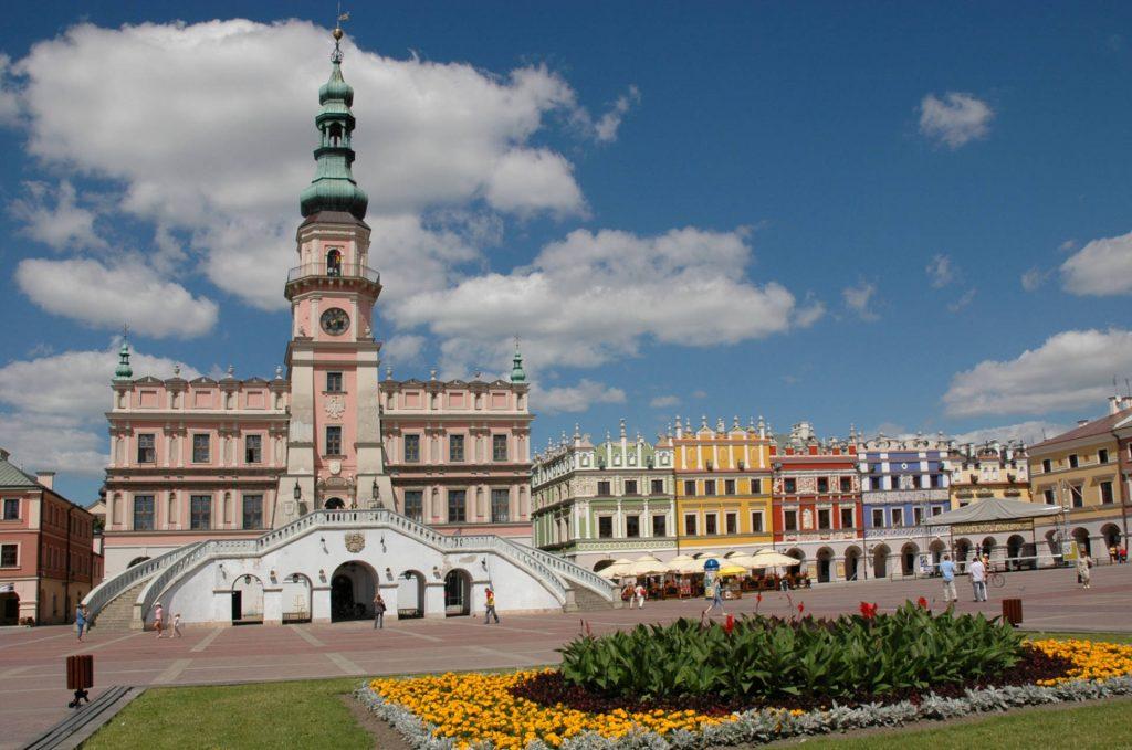 Zu sehen sind das Rathaus und der Großer Markt in Zamość, Bild: Maciej Ukleja 1
