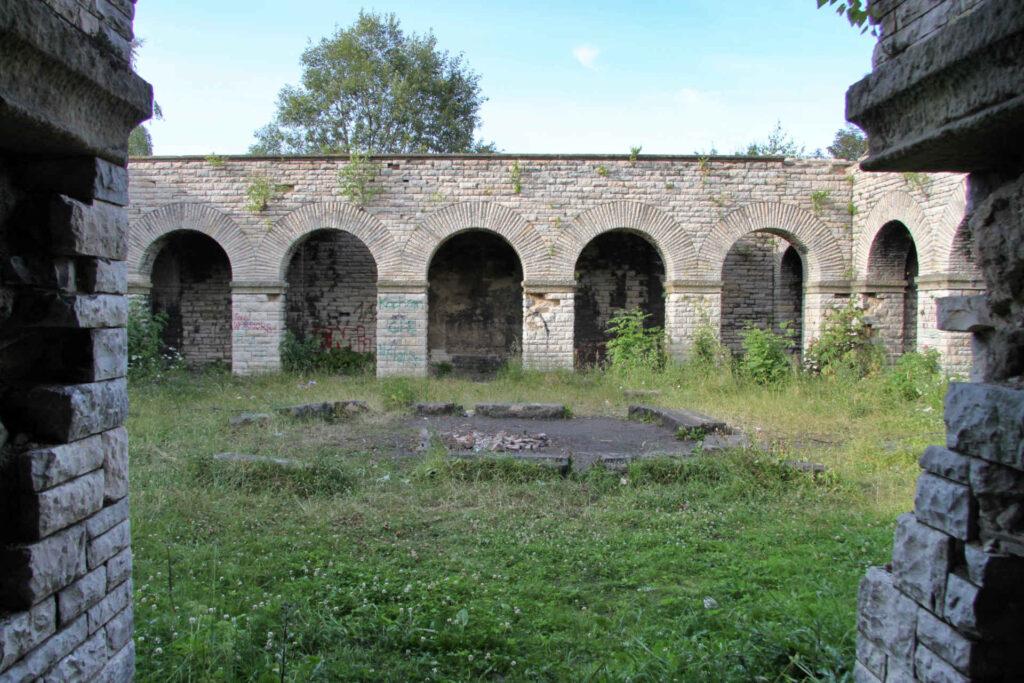 Zu sehen ist die Totenburg in Waldenburg, Bild: Paweł Marynowski Wikimedia Commons