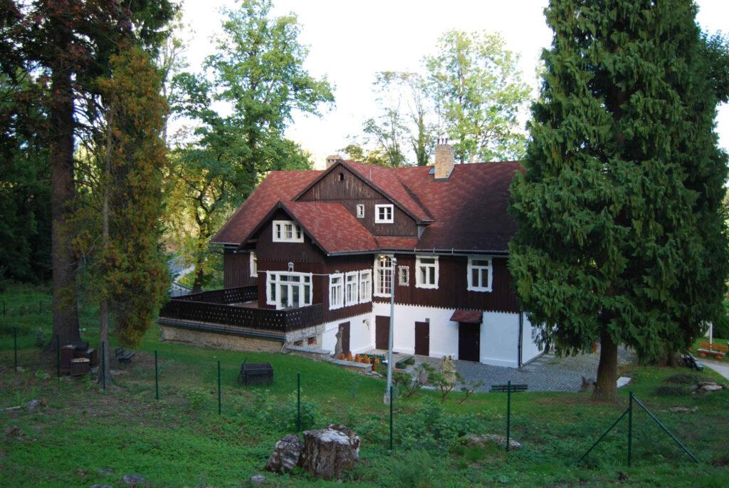 Zu sehen ist das Hauptmannhaus in Schreiberhau, Bild: InnaIna