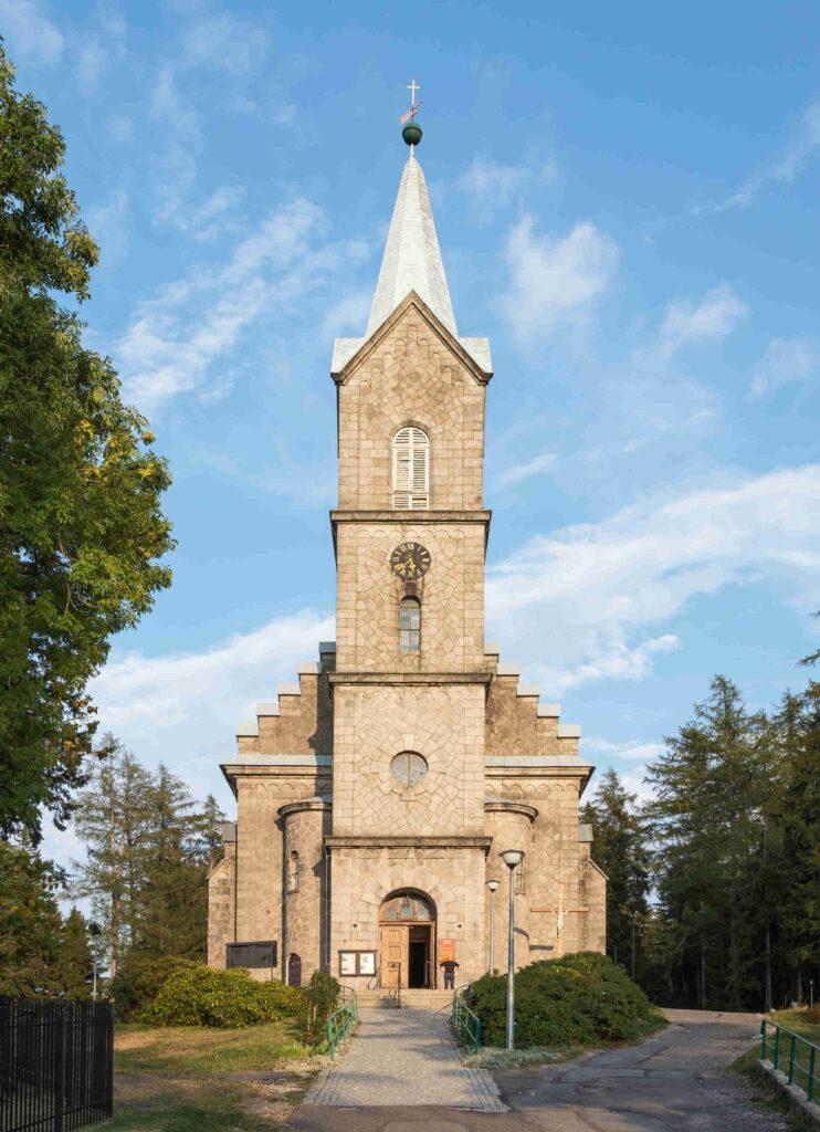 Zu sehen ist die Corpus-Christi-Kirche in Schreiberhau, Bild: Jacek Halicki scaled