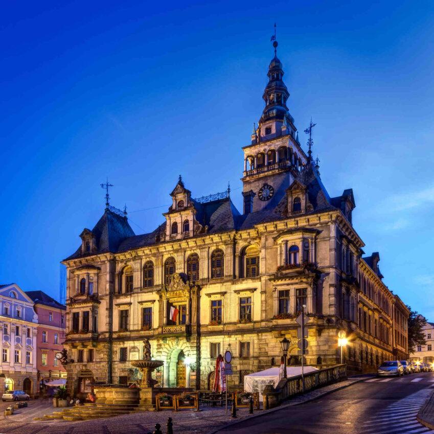 Zu sehen ist das Glatzer Rathaus, Bild: Jar.ciurus