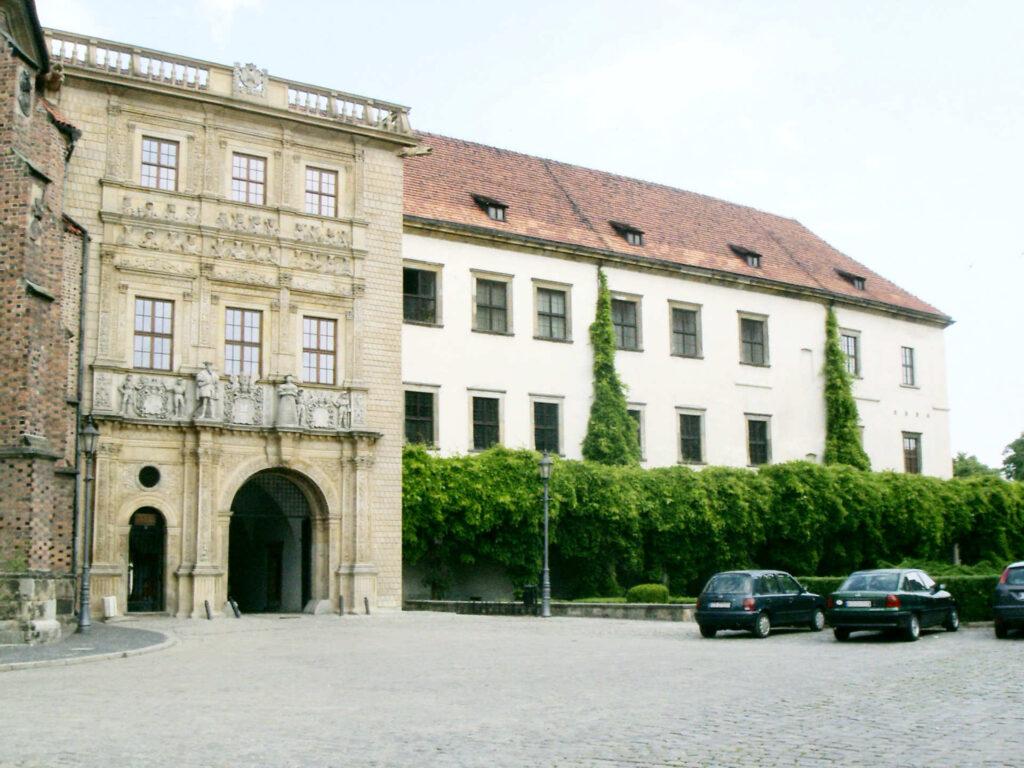 Zu sehen ist der Palast in Brieg, Bild: Aung