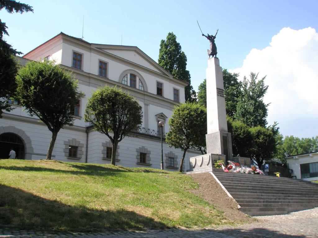 Zu sehen ist das Denkmal für die für Polen gefallenen Schlesier in Teschen, Bild: Qasinka