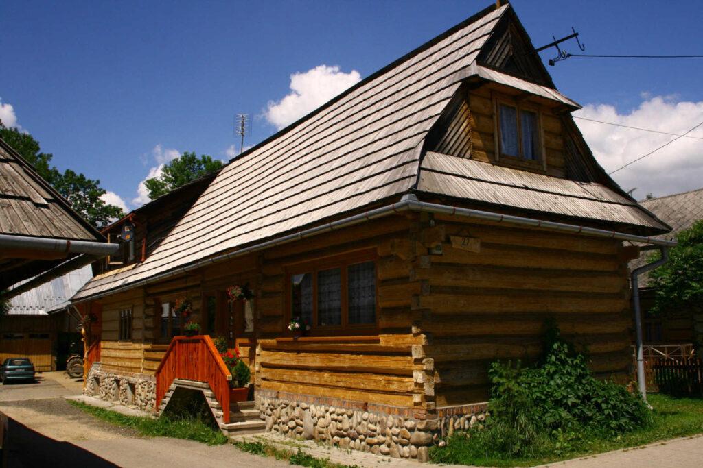 Zu sehen ist ein Holzhaus in Chochołów, Bild: Michal Gorski