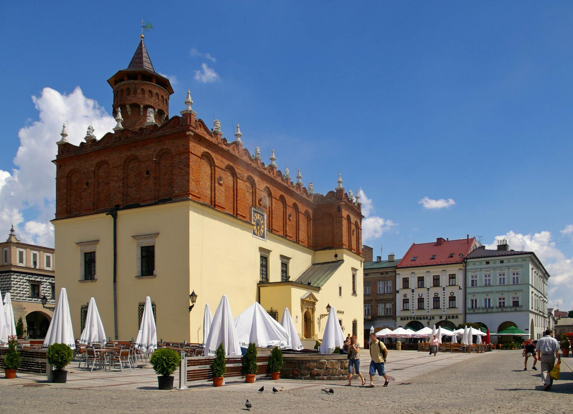 Zu sehen sind der Marktplatz und das Rathaus in Tarnow, Bild: Jakub Hałun