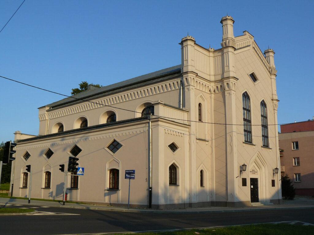 Zu sehen ist die große Synagoge in Piotrkow Trybunalski, Bild: Szymon Dędek (Maddox84)