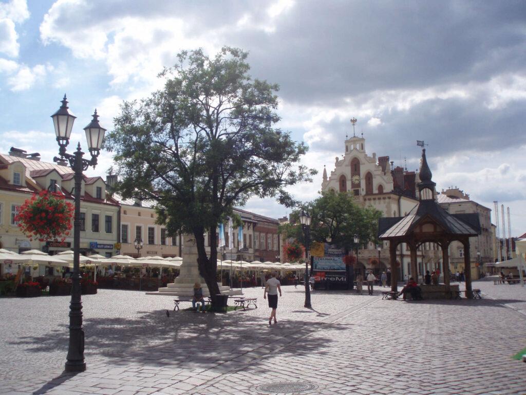 Zu sehen ist der Marktplatz in Rzeszów, Bild: J-k