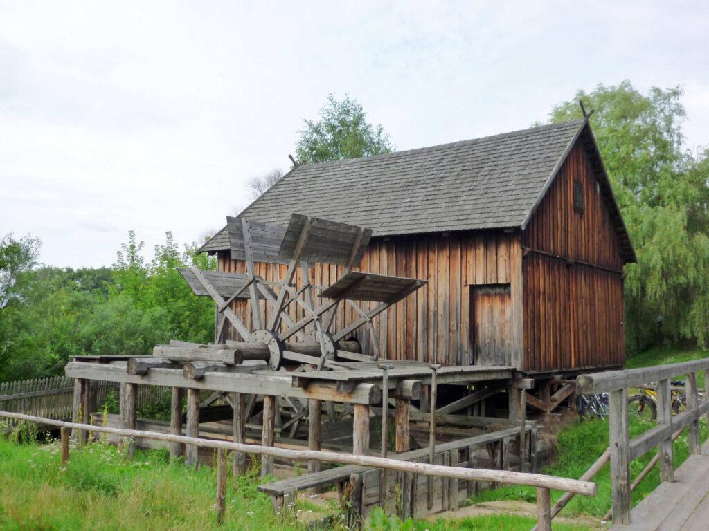 Zu sehen ist das Freilichtmuseum in Nowogrod, Bild: Fczarnowski
