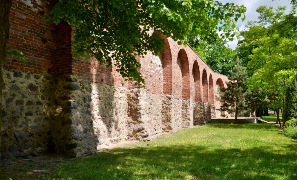 Zu sehen ist die Stadtmauer von Strasburg, Bild: 1bumer
