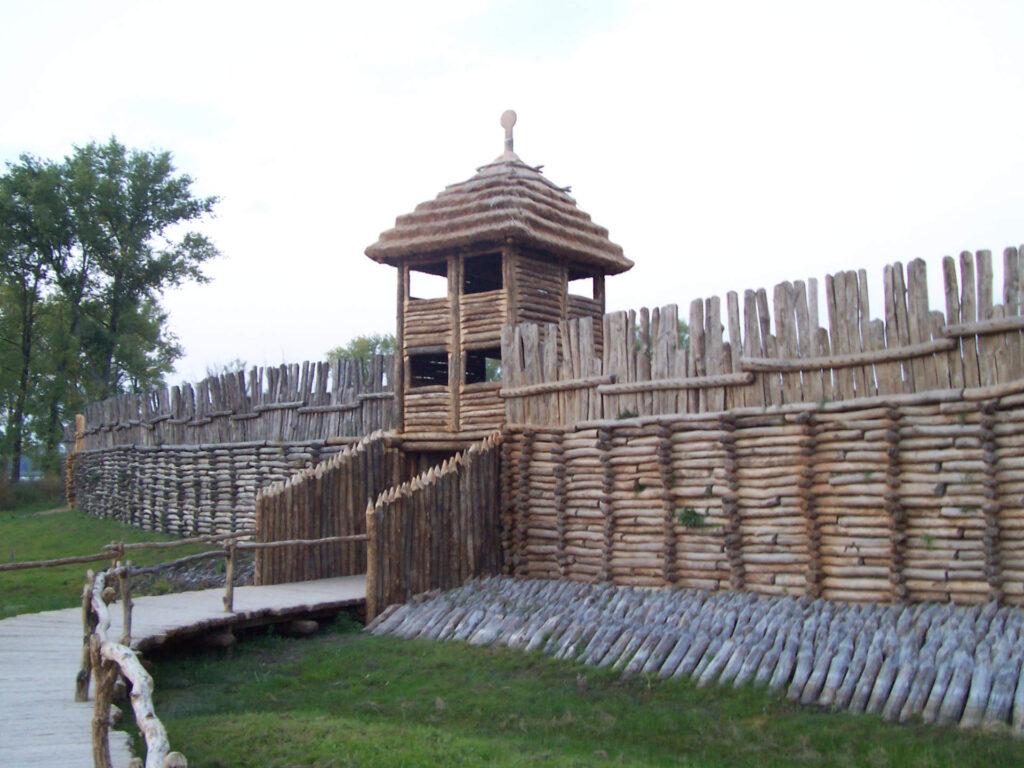 Zu sehen ist eine Siedlung aus der Bronzezeit in Biskupin, Bild: Fazer