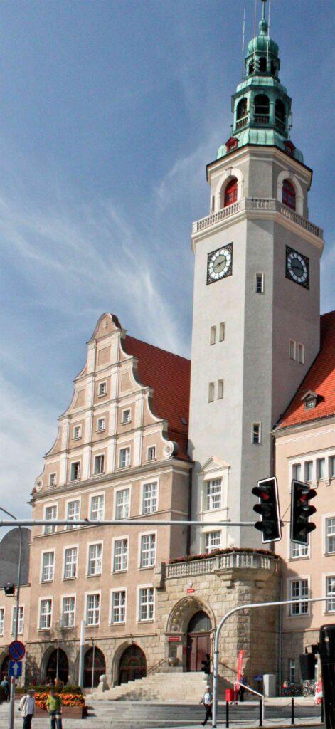 Zu sehen ist das Neue Rathaus in Allenstein, Bild: Yarl